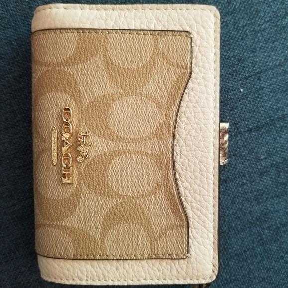 Coach Handbags - COACH medium sized wallet
